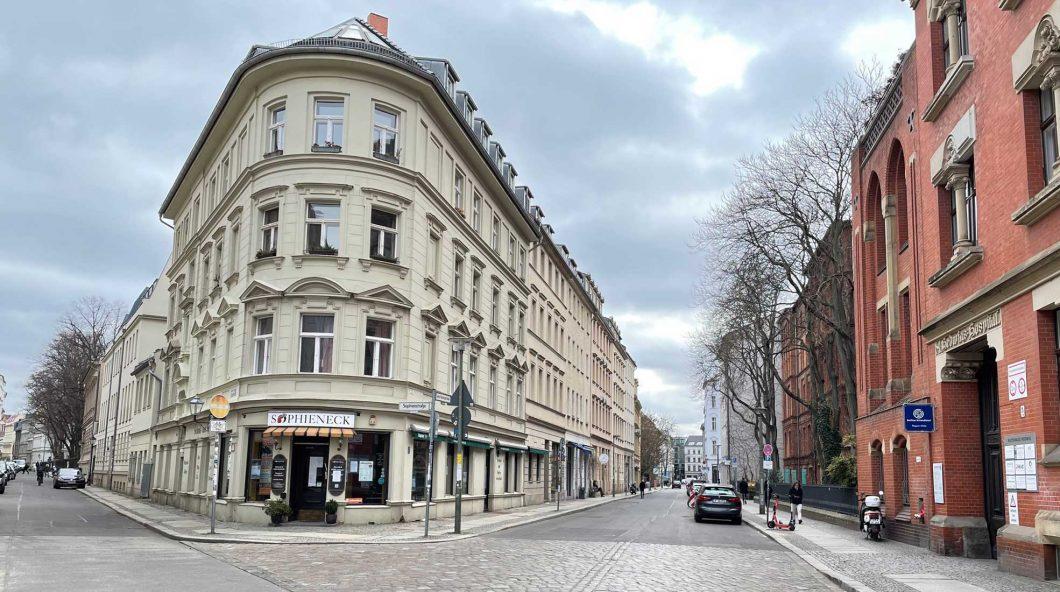 on der Großen Hamburger zum Berliner Ensemble
